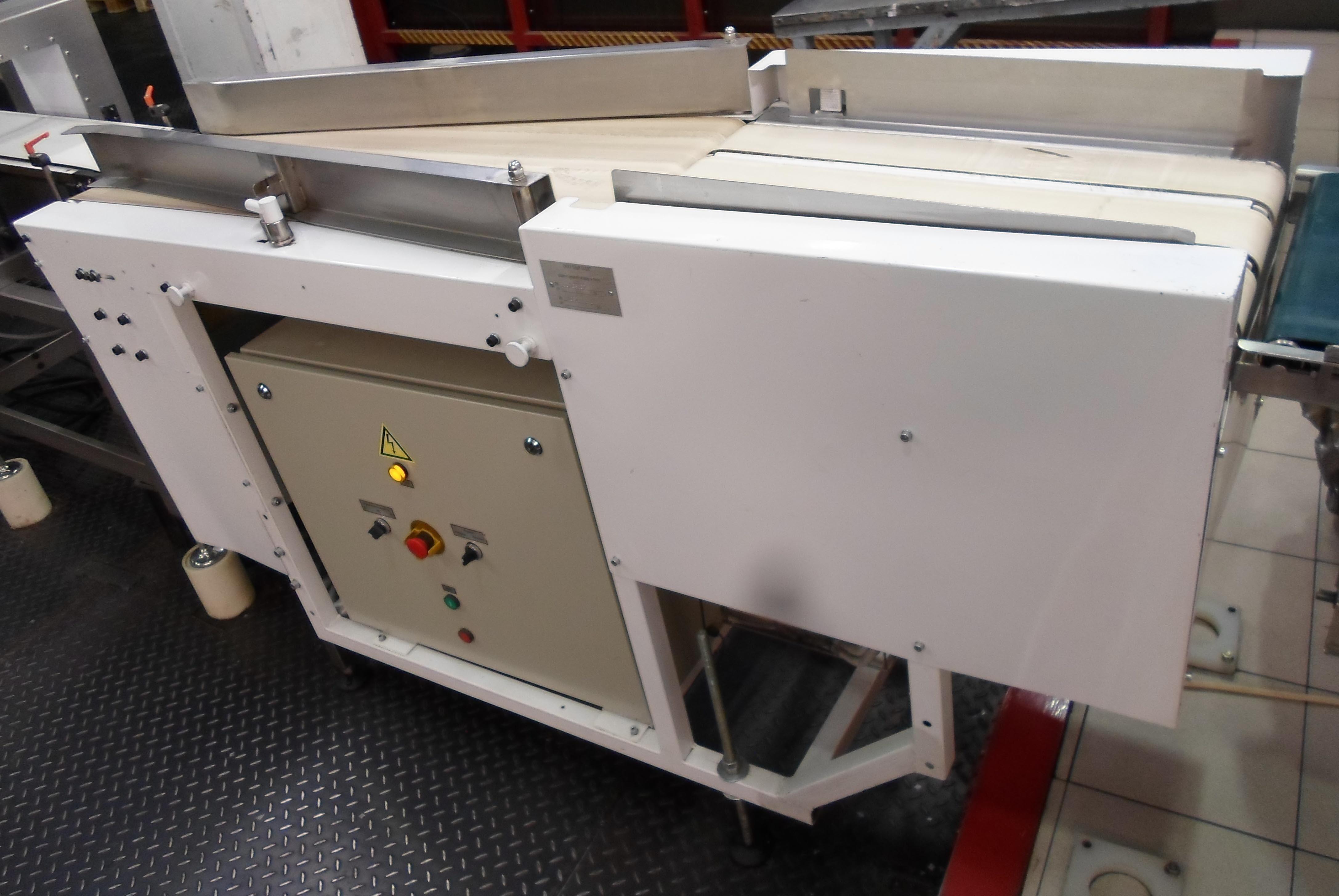 Обслуживание ленточного транспортера в шаговые транспортеры с флажками